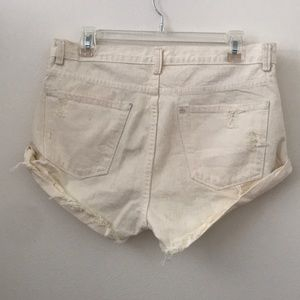 Amuse Society Shorts - AMUSE SOCIETY CREAM SHORT SHORTS